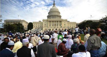 Trump reemplaza veto migratorio contra extranjeros musulmanes; excluye a Irak