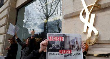 Piden a casa Yves Saint Laurent retirar carteles 'degradantes' para la mujer