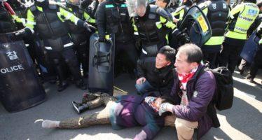 Protestas en Seúl por destitución de mandataria Geun-hye producen dos muertos
