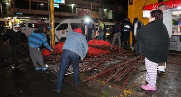 Retiran puestos fijos y semifijos en zona central de Naucalpan