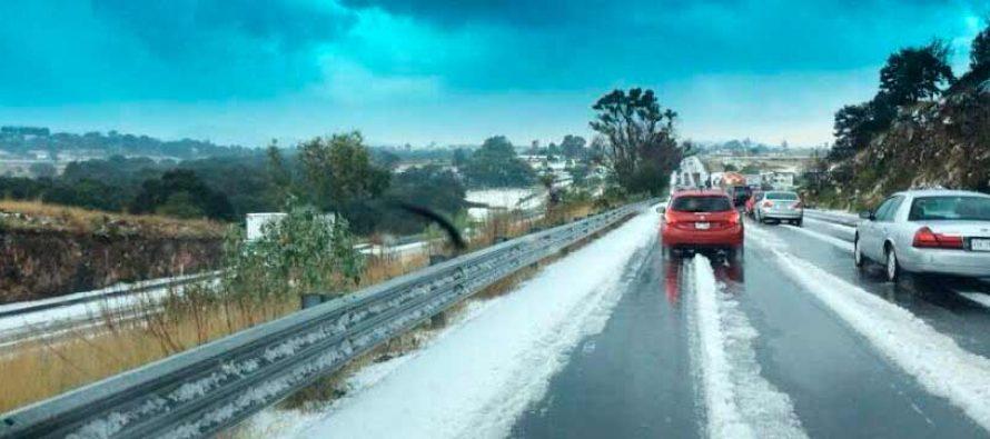 Fuerte granizada en dos autopistas: México-Querétaro y México-Cuernavaca