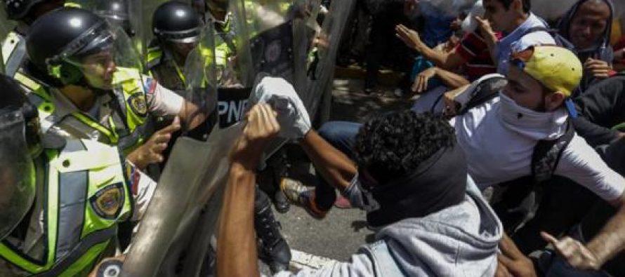 Policía de Venezuela dispersa con gas lacrimógeno y agua a manifestación opositora