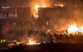 Se incendian 300 viviendas de campamento de refugiados en el norte de Francia