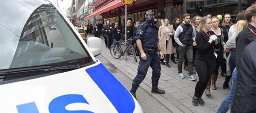 Camión atropella personas en Estocolmo en posible ataque terrorista; al menos tres muertos