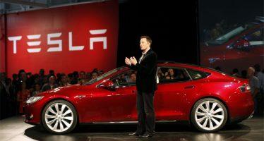 Tesla se convierte en la automotriz más valiosa de los EU