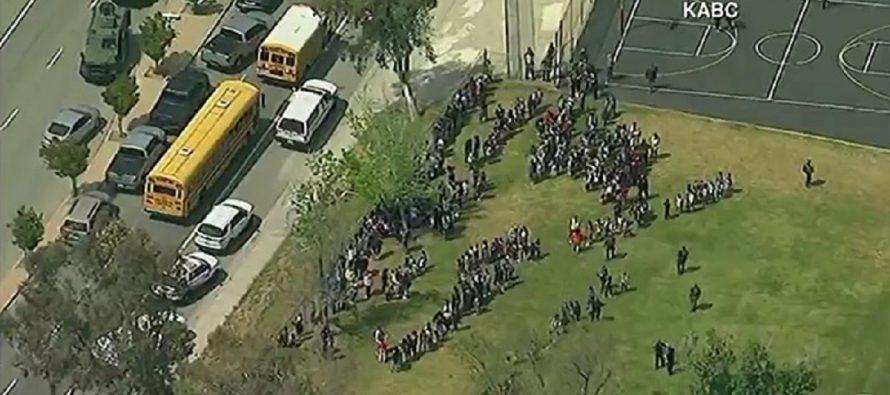 Tiroteo en escuela primaria de California deja saldo de al menos dos muertos