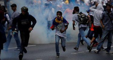Policía disuelve una de las marchas opositoras al chavismo en Venezuela