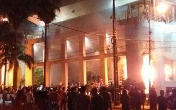 Prenden fuego a edificio del Congreso de Paraguay, tras aprobar reelección presidencial