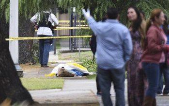 Hombre dispara su arma mientras camina y mata a tres, en Fresno, California