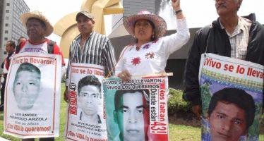 Frente a Segob, padres de los 43 piden celeridad en encuentro con Osorio Chong