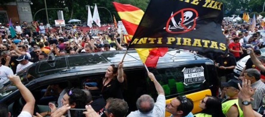 Miles de taxistas se manifiestan en España contra competencia de Uber y Cabify