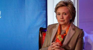 Hillary Clinton culpa en foro al FBI y a Rusia de su derrota ante Trump