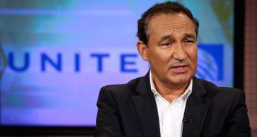 Alto ejecutivo de United Airlines se disculpa ante el Congreso por fallas de su empresa