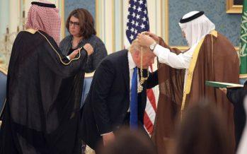 Trump firma multimillonaria venta de armas a Arabia Saudita