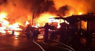 Incendio consume 25 locales en la Central de Abasto de Acapulco