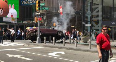 Automovilista atropella a más de 20 peatones en Times Square; uno muere