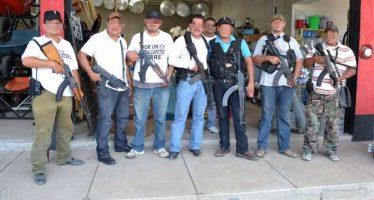 Salen de prisión, tras pagar fianza, 16 ex autodefensas de Michoacán