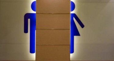 Ley prohíbe en Texas que estudiantes transgénero usen baños escolares; deberá aprobarla el Senado