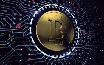 Bitcóin tiene alza récord y llega a 2 mil 690 dólares; países asimilan su uso a ritmo diferente