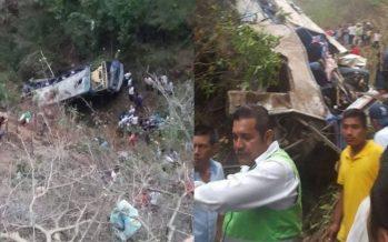 Mueren 16 peregrinos en Chiapas tras caer autobús en que viajaban