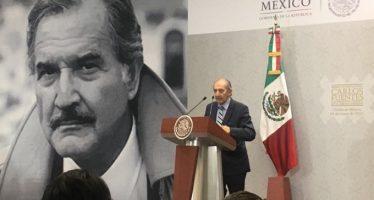 El poeta Eduardo Lizalde recibe el Premio Internacional Carlos Fuentes