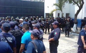 Envían a penal de Las Cruces a 20 policías de Zihuatanejo
