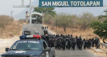 Fuerzas de seguridad gubernamentales y pobladores se enfrentan en San Miguel Totolapan