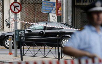 Atentado explosivo a ex primer ministro griego dentro de su auto; está fuera de peligro