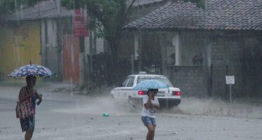 Tormentas y fuertes lluvias por efecto de Adrián en varios estados del país