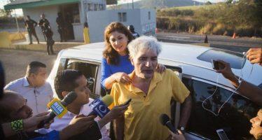 Ex líder de autodefensas, Manuel Mireles, es internado por taquicardia