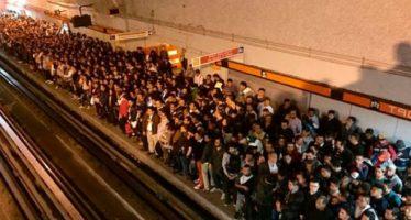 Protesta de trabajadores del Metro causa saturación de usuarios en la Línea 7