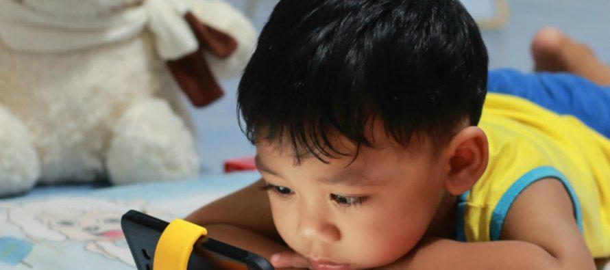 Por abuso en usar dispositivos móviles, 7 de cada 10 niños padecerán miopía