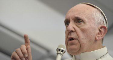 Papa Francisco condena atentado contra autobús de cristianos en El Cairo