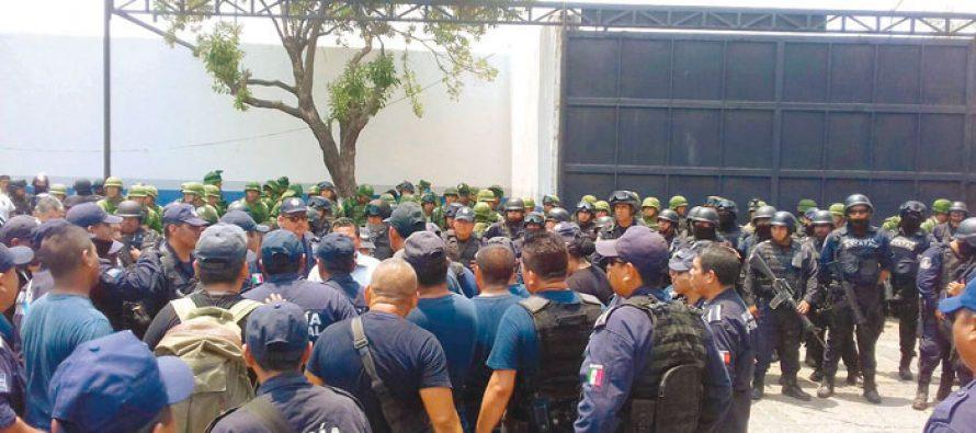 Son liberados 31 policías en Zihuatanejo tras acreditar su alta en el cuerpo policiaco