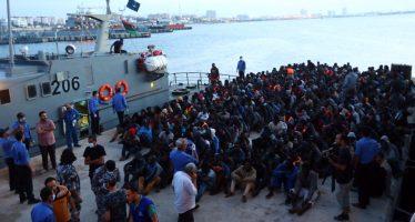 Rescatan a miles de migrantes de unas 20 embarcaciones frente a costas de Libia