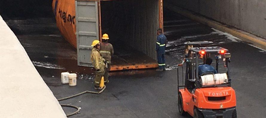 Tráiler huachicolero derrama 5 mil litros de gasolina en Monterrey