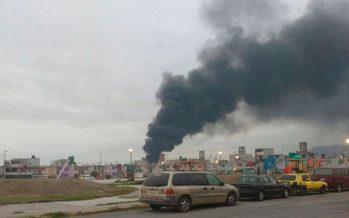 Fuerte incendio en lote baldío de San Pablo de las Salinas, Tultitlán