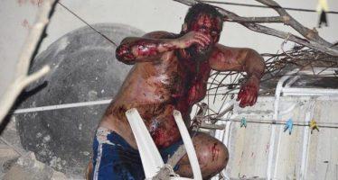 Multitud entra a casa de ucraniano para lincharlo por racista; lo rescata la policía