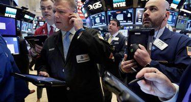 Bajan los índices económicos de EU por investigación del caso Trump-FBI