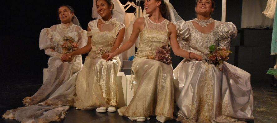 Exploran la condición de la mujer en la actualidad con la obra Viajes para un vestido