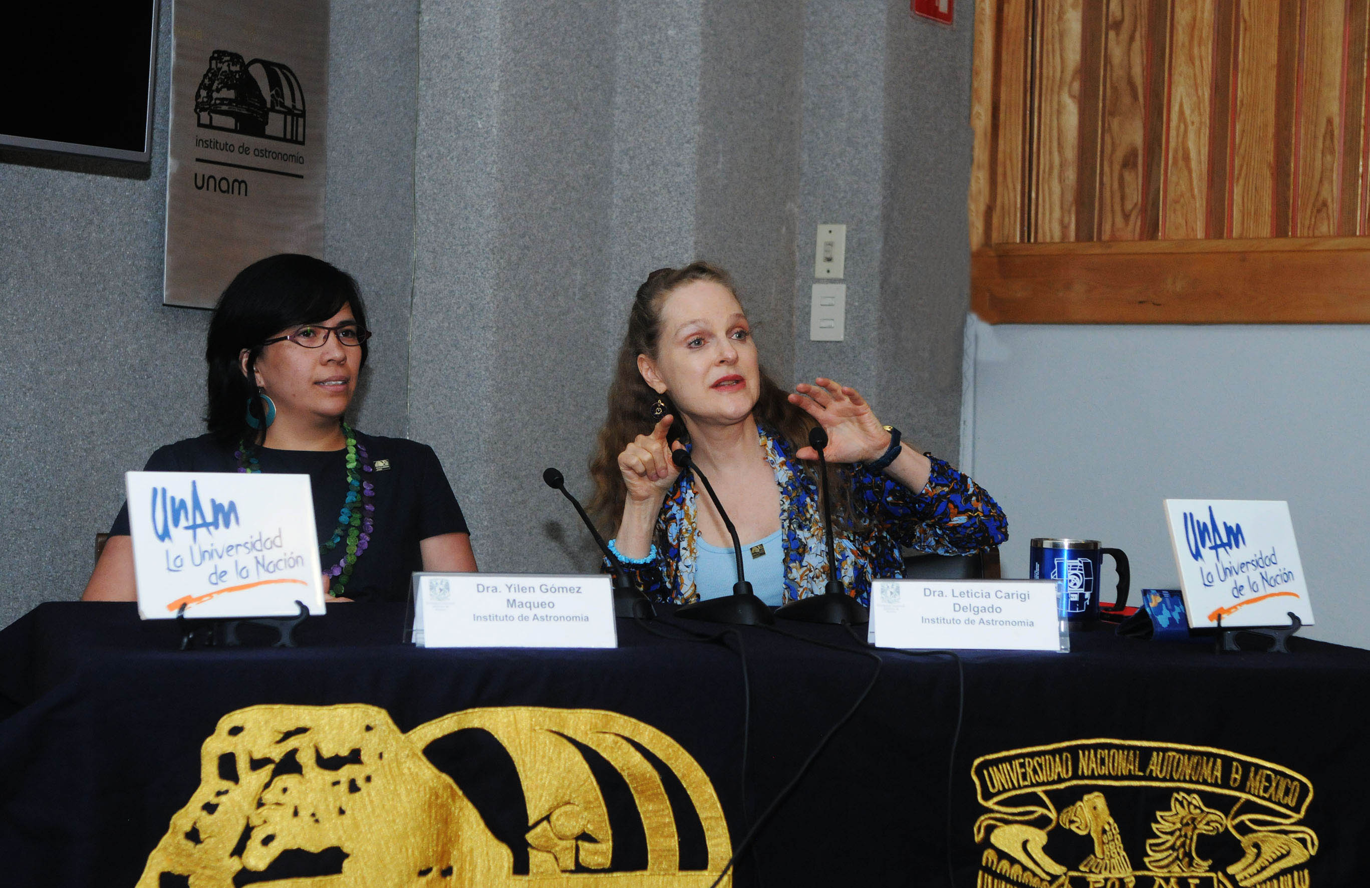 Dra. Yilen Gómez Maqueo y Dra. Leticia Carigi Delgado. Foto: UNAM