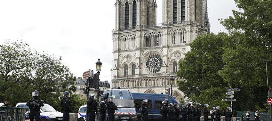 Argelino, el sujeto que atacó a policía frente a catedral de Notre Dame