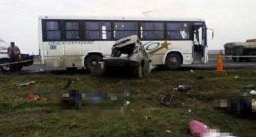 Choque en Circuito Exterior Mexiquense causa seis muertos