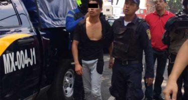 Jóvenes agreden a policías por no dejarlos hacer arrancones, en la colonia Roma