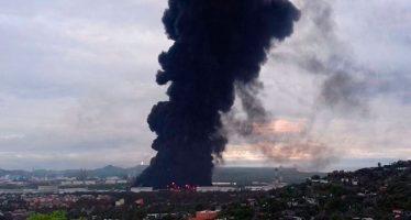 Se incendia refinería en Salina Cruz, Oaxaca; hay al menos siete heridos