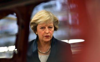 Theresa May intenta alianza con unionistas de Irlanda tras perder mayoría en comicios