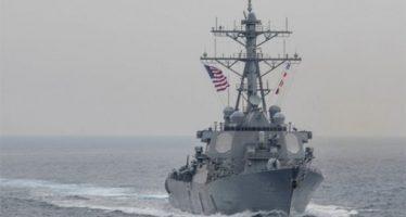 Chocan navío destructor de EU y carguero en altamar cerca de Japón