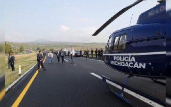 Mueren ocho oficiales tras volcadura de su unidad en Panindícuaro, Michoacán