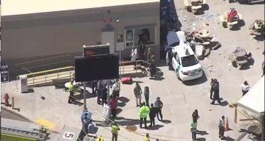 Un auto embiste a un grupo de peatones en Boston, EEUU