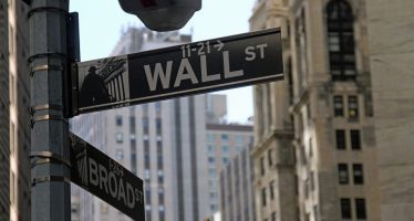 Wall Street cierra a la baja, por trama rusa